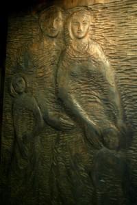 Rodina - drevený reliéf, NR SR - trakt výborov, zdroj: nrsr.sk