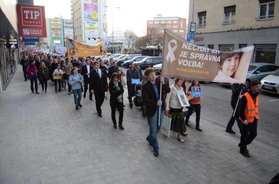 Kampaň ku Dňu počatého dieťaťa vyvrcholila pochodmi za život (tlačová správa Fóra života)