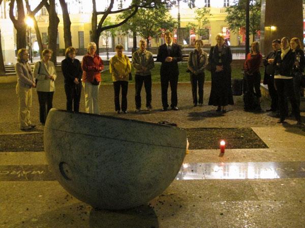 Vladimír Jukl - Modlitby pri pamätníku Sviečkovej manifestácie